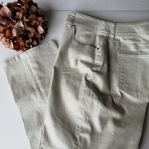 Platinum Chico's Silver Cropped Dress Pant 1.5
